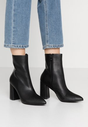 MEADOW - Bottines - black