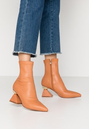 SALMON - Bottines - dark coral