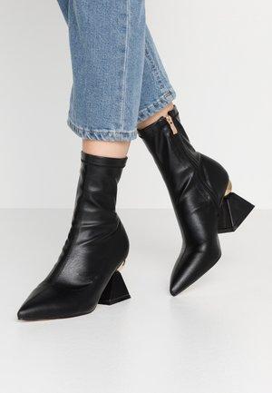 SALMON - Støvletter - black
