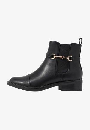 MARGARET - Korte laarzen - black