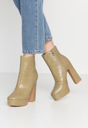 HATTIE - Kotníková obuv na vysokém podpatku - sage green