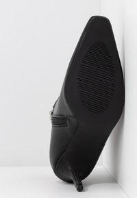RAID - PRALINE - Kotníková obuv na vysokém podpatku - black - 6