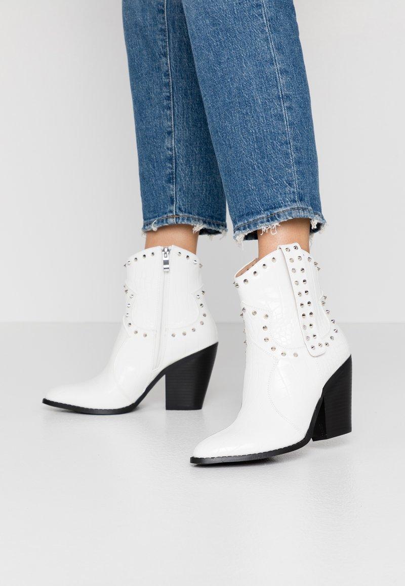 RAID - SENOBIA - Cowboy/biker ankle boot - white