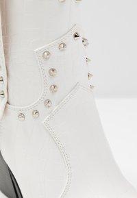 RAID - SENOBIA - Cowboy/biker ankle boot - white - 2