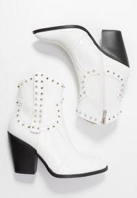 RAID - SENOBIA - Cowboy/biker ankle boot - white - 3