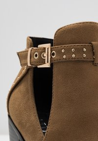 RAID - High heeled ankle boots - taupe - 2