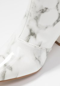 RAID - KOLAH - Korte laarzen - white marble - 2
