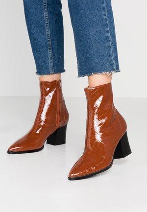 RILEY - Kotníkové boty - tan