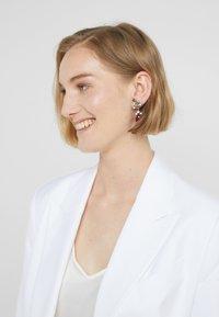 Radà - Earrings - red - 1