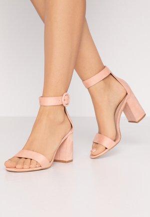 WIDE FIT GENNA - Sandály na vysokém podpatku - nude
