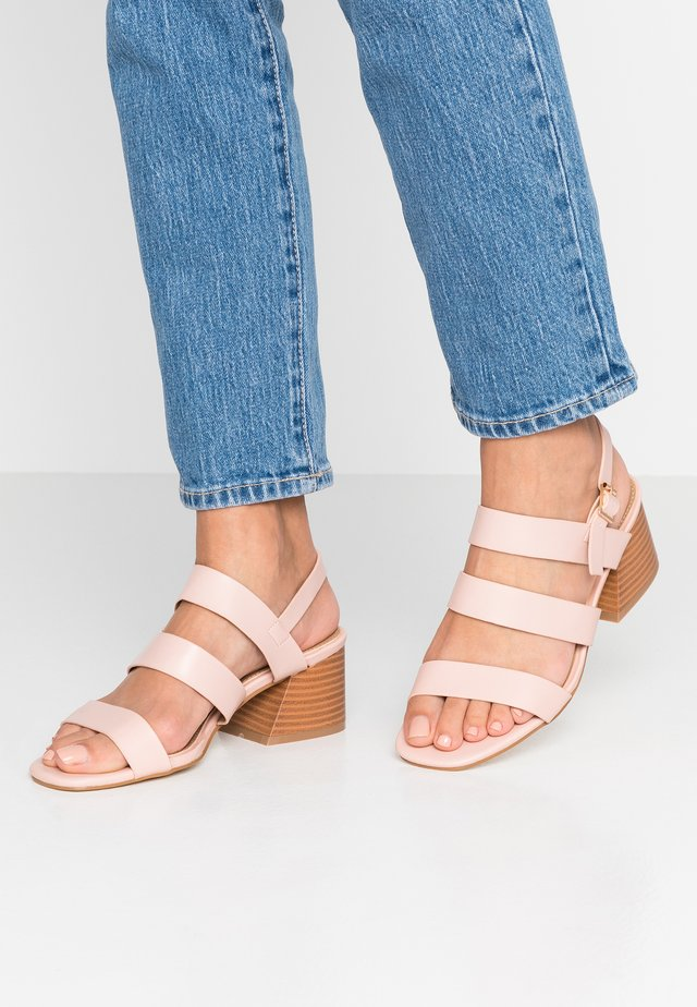 WIDE FIT SONDRA - Sandales - blush