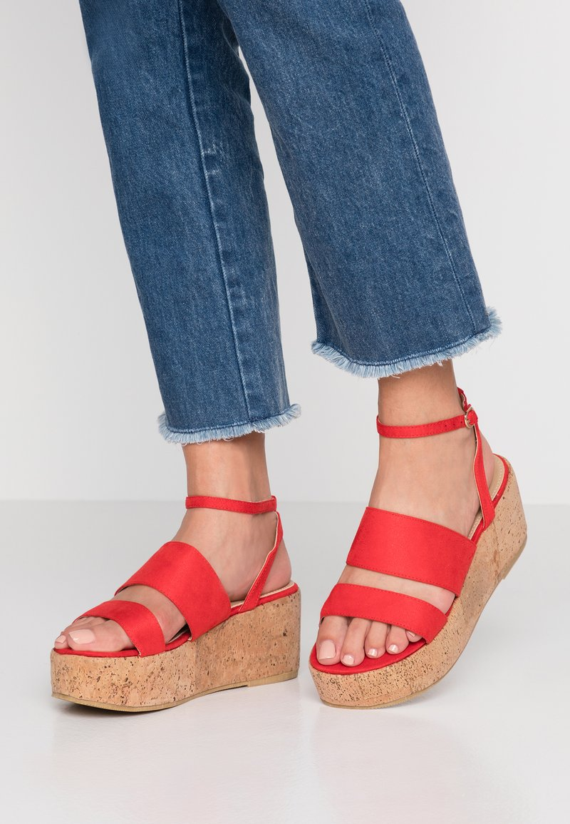 RAID Wide Fit - WIDE FIT LEONA - Plateausandalette - red