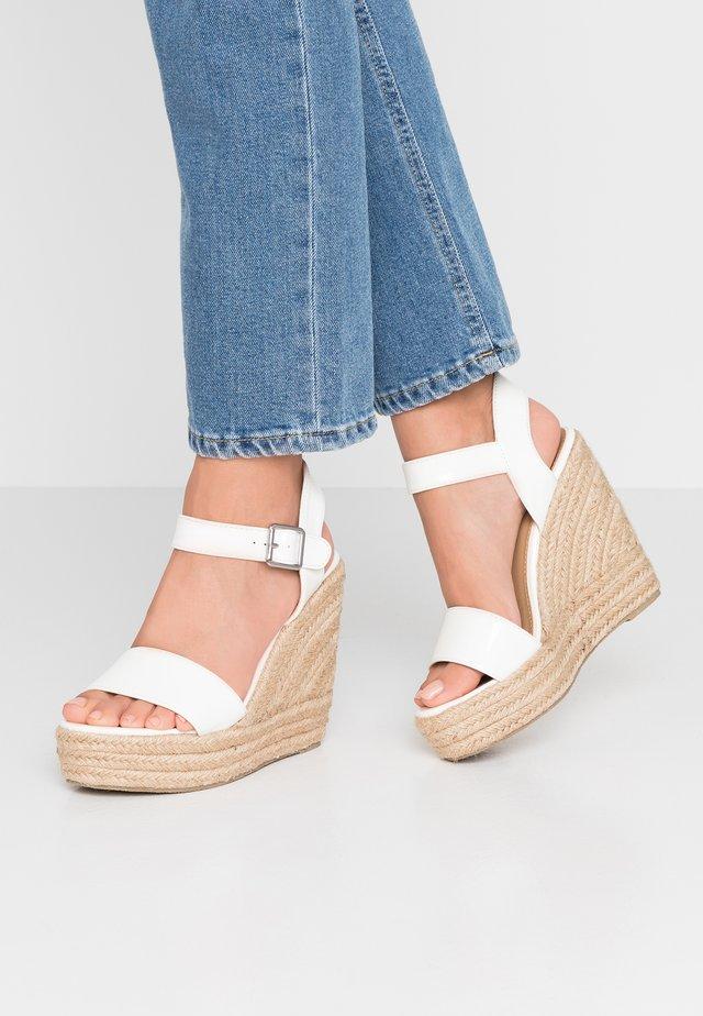 WIDE FIT TESSIE - High Heel Sandalette - white