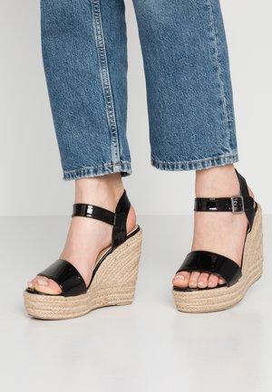 WIDE FIT TESSIE - Sandály na vysokém podpatku - black