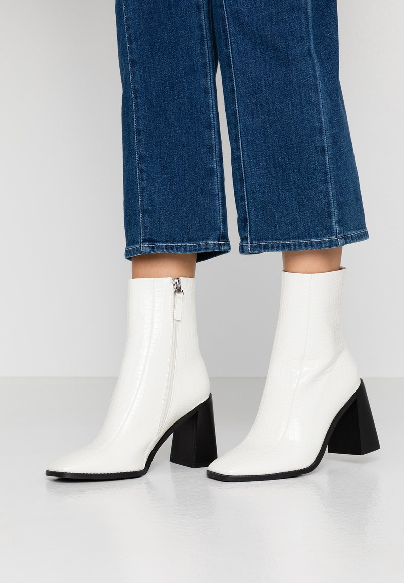 RAID Wide Fit - WIDE FIT KIAYA - High heeled ankle boots - white