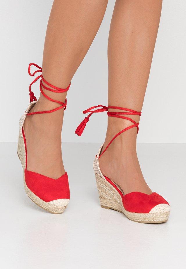 WIDE FIT SHARY - Klassiska pumps - red