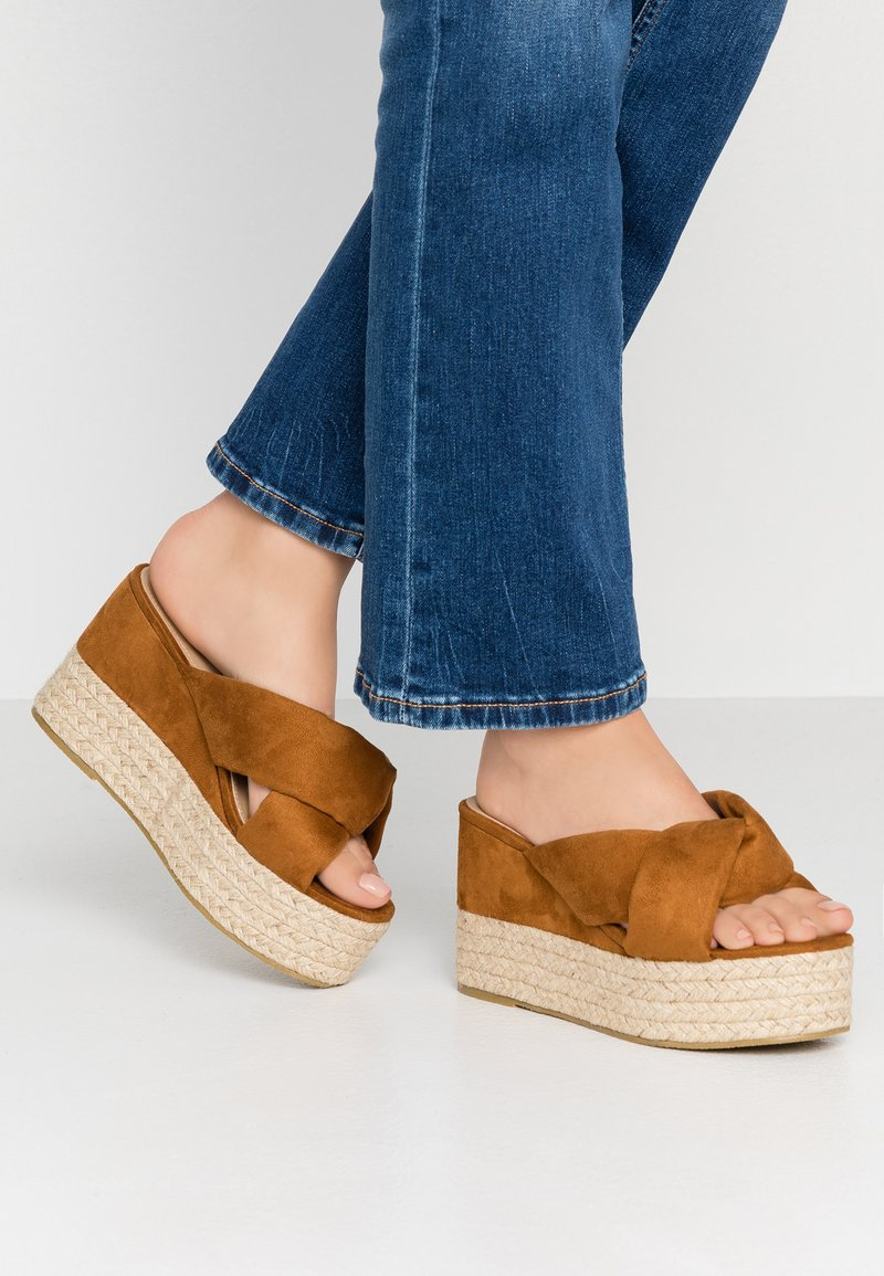 RAID Wide Fit - WIDE FIT JASPER - Heeled mules - tan