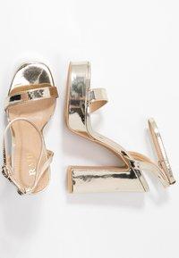 RAID Wide Fit - WIDE FIT DEXTER - Højhælede sandaletter / Højhælede sandaler - gold metallic - 3