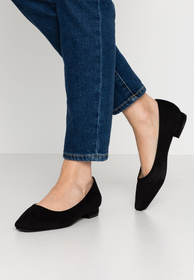WIDE FIT TRACY - Ballerines - black