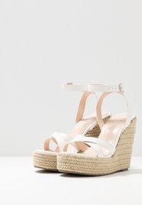 RAID Wide Fit - WIDE FIT ELISHA - Sandály na vysokém podpatku - white - 4