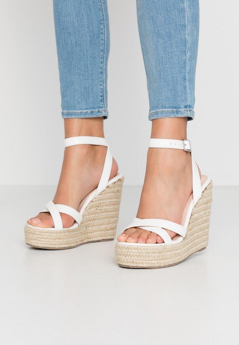 RAID Wide Fit - WIDE FIT ELISHA - Sandály na vysokém podpatku - white