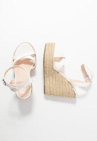 RAID Wide Fit - WIDE FIT ELISHA - Sandály na vysokém podpatku - white - 3