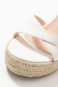 RAID Wide Fit - WIDE FIT ELISHA - Sandály na vysokém podpatku - white - 2