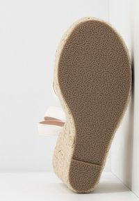 RAID Wide Fit - WIDE FIT ELISHA - Sandály na vysokém podpatku - white - 6