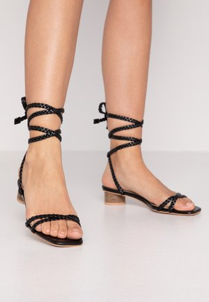 WIDE FIT FELICITY - Riemensandalette - black