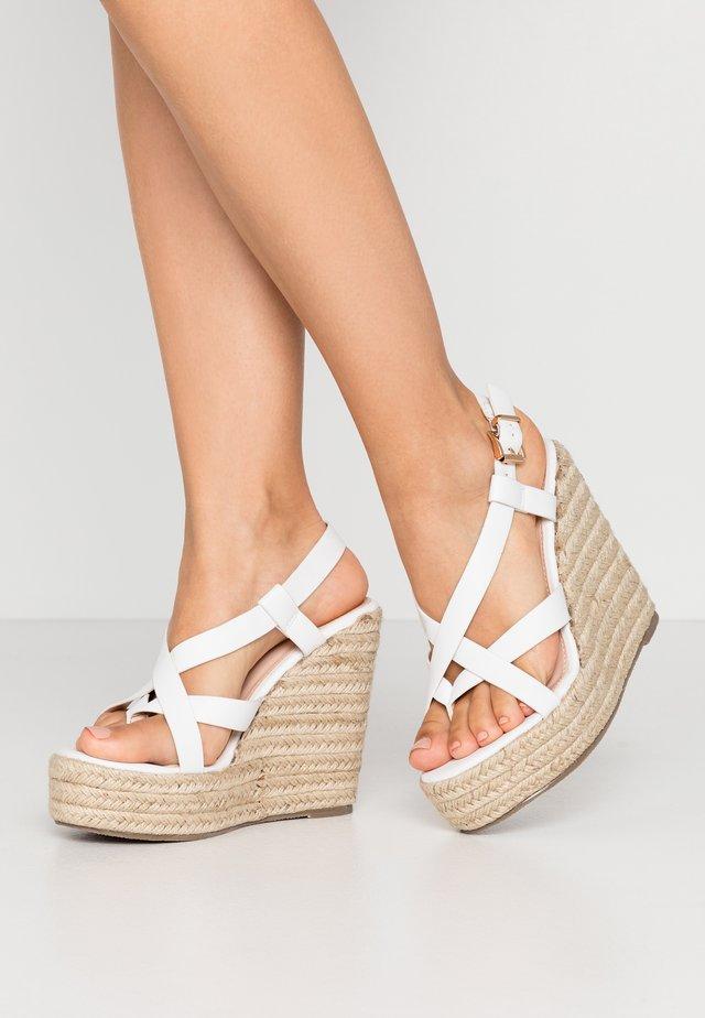 WIDE FIT ROCIO - Højhælede sandaletter / Højhælede sandaler - white