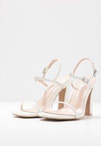 RAID Wide Fit - WIDE FIT SILVINA - Sandaler med høye hæler - white - 4