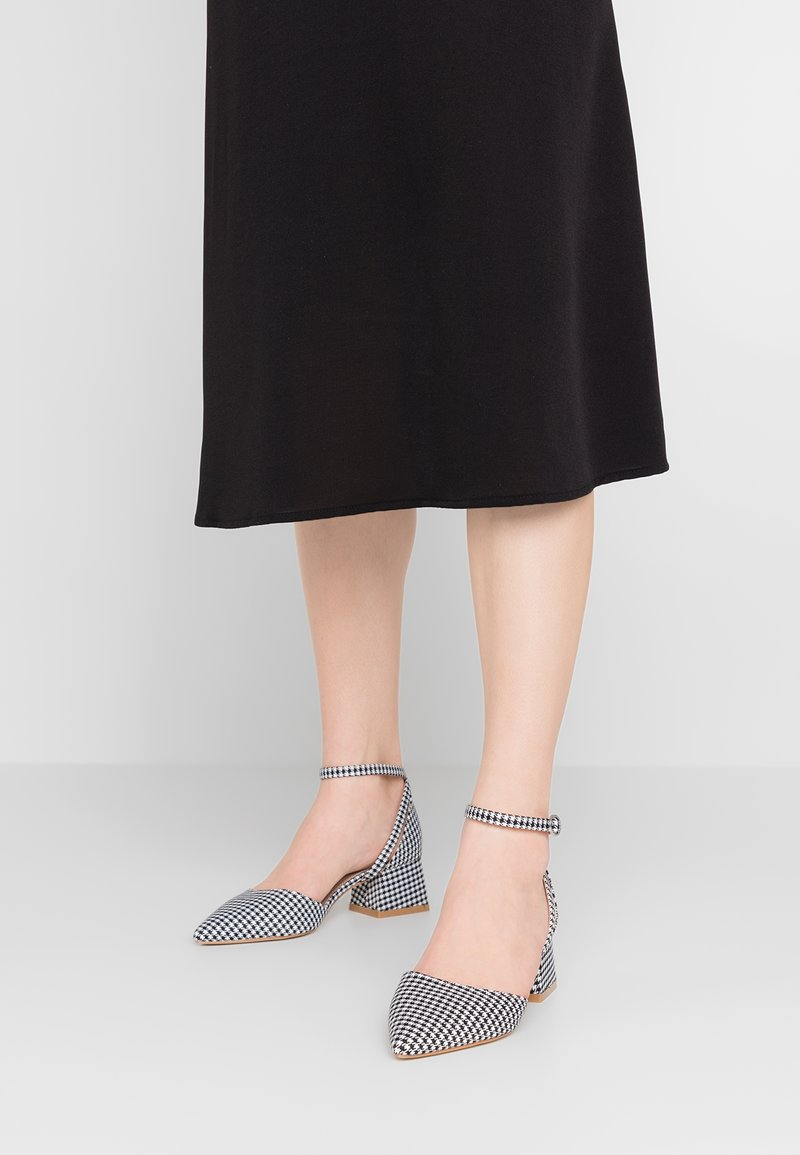 RAID Wide Fit - WIDE FIT NOELY - Pumps - black/white