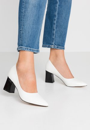WIDE FIT AMINA - Tacones - offwhite