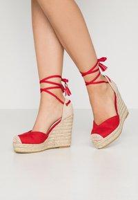 RAID Wide Fit - WIDE FIT DORIAN - Sandály na vysokém podpatku - red - 0