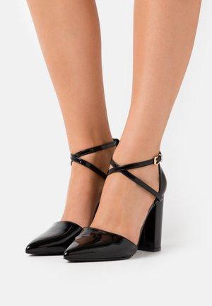 WIDE FIT KATY - Classic heels - black