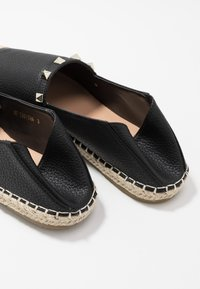 RAID Wide Fit - WIDE FIT TANISHA - Espadrillos - black - 7