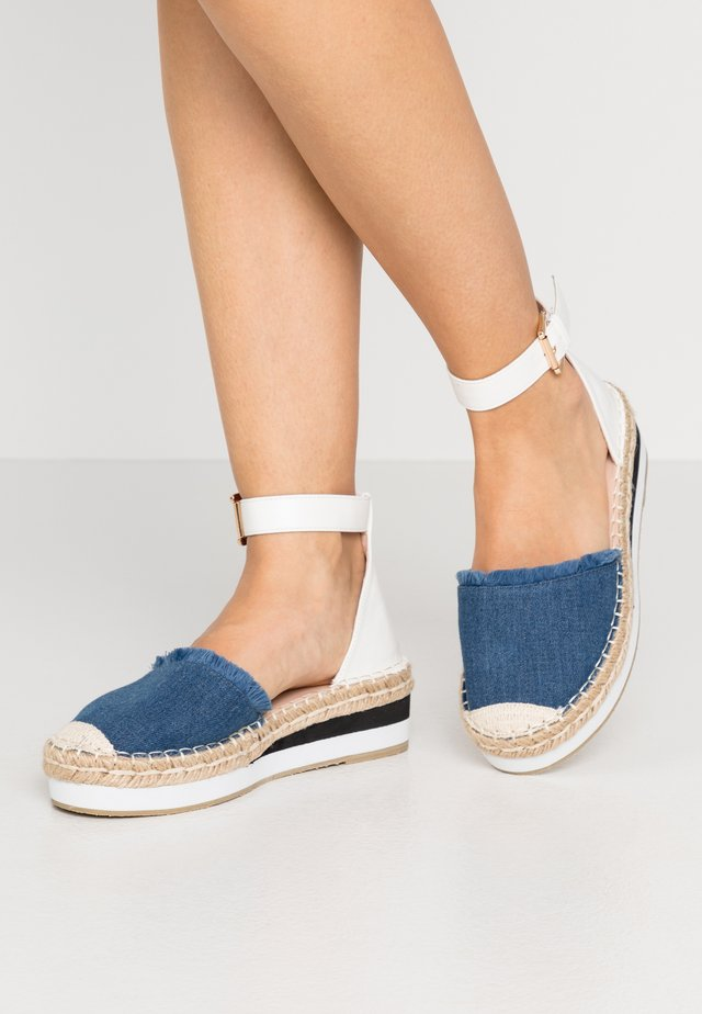 WIDE FIT VIOLET - Espadrillos - denim/white
