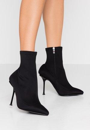 WIDE FIT KADENCE - High Heel Stiefelette - black