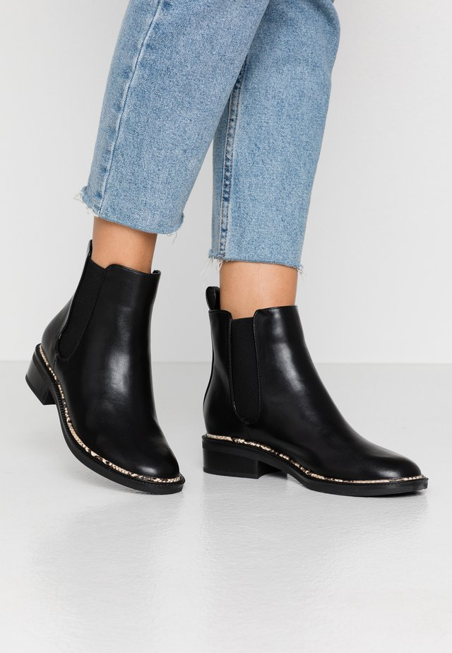 WIDE FIT FRIDA - Ankelboots - black
