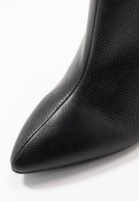 RAID Wide Fit - WIDE FIT MEADOW - Ankelboots med høye hæler - black - 2