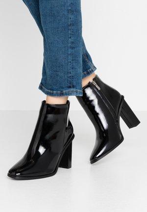 WIDE FIT DYLAN - Ankelboots med høye hæler - black