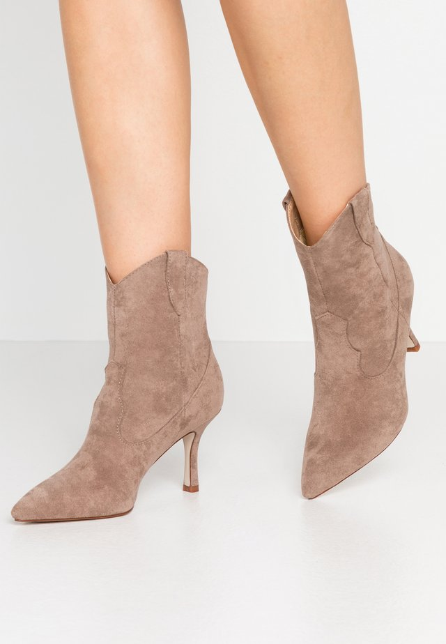 WIDE FIT KAISON - Cowboy/biker ankle boot - taupe