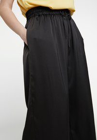 RACHEL Rachel Roy Curvy - EXCLUSIVE SONYA PANT - Trousers - black - 3