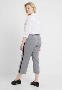 RACHEL Rachel Roy Curvy - EXCLUSIVE ELIN STRIPE PANT - Trousers - true navy combo - 0