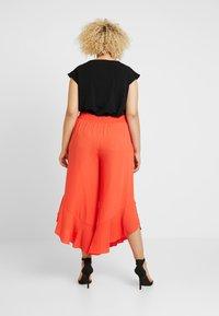 RACHEL Rachel Roy Curvy - EXCLUSIVE GIORGIA RUFFLE PANT - Trousers - radiant red - 2