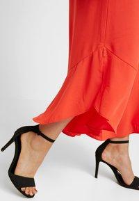 RACHEL Rachel Roy Curvy - EXCLUSIVE GIORGIA RUFFLE PANT - Trousers - radiant red - 3