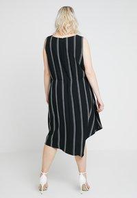 RACHEL Rachel Roy Curvy - EXCLUSIVE RACHEL ROY RINA STRIPE DRESS - Day dress - black/white - 2