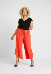 RACHEL Rachel Roy Curvy - EXCLUSIVE BINA CROPPED V NECK - Basic T-shirt - black - 1
