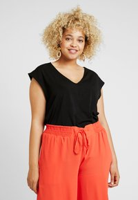 RACHEL Rachel Roy Curvy - EXCLUSIVE BINA CROPPED V NECK - Basic T-shirt - black - 0