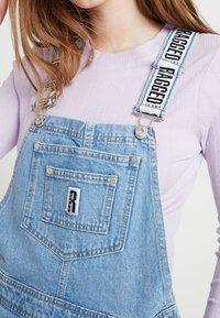 Ragged Jeans - DUNGAREE DRESS - Denimové šaty - light blue - 6